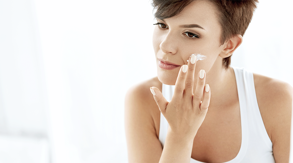 Woman putting on a regimen for dry skin